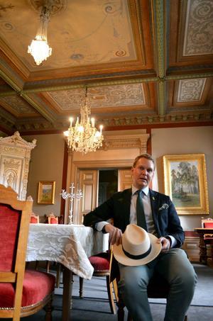 Nils Johan Tjärnlund är som ett levande lexikon när det gäller Sundsvalls historia. Han besitter en hel del kunskaper om bland annat Hedbergska paradvåningen. Han menar att Hedbergska huset är något av en dold pärla i Stenstan.