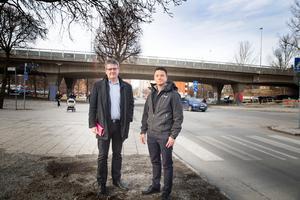 Stadsbyggnadsnämndens ordförande Håkan Buller (S) och huvudprojektledare Isak Ericsson berättar hur kommunen med nya stadsdelen