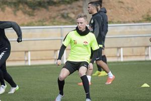 Adam Persson, fostrad i Falu FK, är klar för Svärdsjö IF.