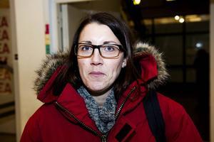 Anna Robertsson, Örnsköldsvik:      – Ja, det skulle vara riktigt illa. Modo är ju något som vi samlas kring i dag. Om Modo åker ur SHL så kommer det att märkas för restauranger och hotell. Modo är Ö-vik.