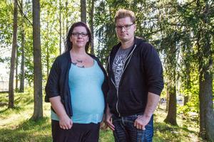 Sandra Östlund och Niklas Leinonen, Hudiksvall oroas över att deras femåriga dotter kunde rymma från sin förskola.