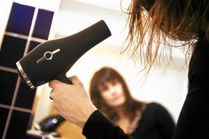 Styrs av EU. När du köper en hårtork måste den uppfylla EU:s krav på elsäkerhet. Arkivfoto: Markus Dahlberg/TT