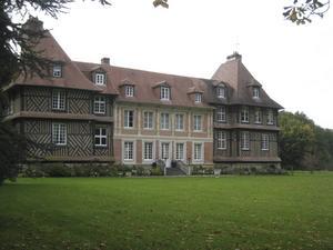 Slottet Chateau du Breuil producerar 400 000 flaskor Calvados varje år.