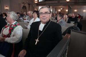 Thomas Söderberg, tidigare biskop i Västerås stift,  är med under installationsgudstjänsten.