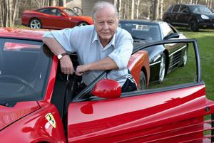 Gösta Hedlund, Alfta, med sin Ferrari Testarossa.