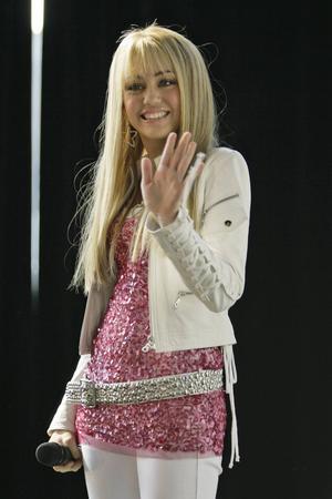 Dagarna som Disney-stjärna är långt borta. Här är Miley Cyrus i en klassik Hannah Montana-utstyrsel från 2007.