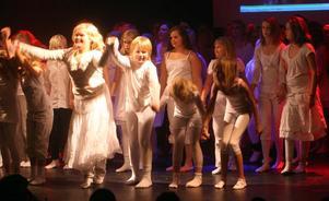 Publiken applåderade mycket när dansarna tackade för sig.