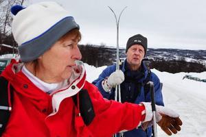 """Karin och Roland Pettersson, Falun, är stora fjällentusiaster. De har varit i Lapplandsfjällen och Jämtlandsfjällen, men fastnat för Härjedalen. """"Det är lättillgängligt. Vi är uppe flera gånger per år"""", säger Karin Pettersson. Till påsk får de sällskap av de vuxna barnen med familjer."""