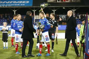Före avspark var Alexander Axén och Simon Åström med och avtackade tre ÅFF-spelare som gjorde sin sista hemmamatch.