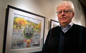 Leif Hiller tecknar och målar mycket detaljrikt. – Ibland sitter jag med förstoringsglas, erkänner han. Foto: Jennie-Lie Kjörnsberg