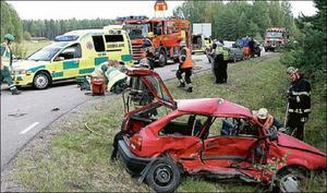 7 september 2009. En kvinna i 50-årsåldern omkommer i en krock vid korsningen Lugna gatan – Tillbergaleden.Två  bilar var inblandade i olyckan. Föraren och passageraren i den andra bilen undkom skador. Foto: Peter Arwidi