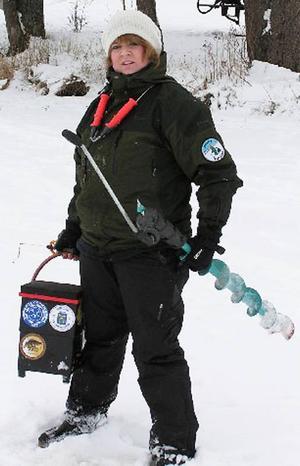 Paula Mesch tävlar för Bergsfiskarna och säkrade två silvermedaljer i årets NM i pimpelfiske.