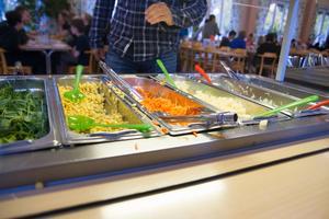 Matsalen ska renoveras, under tiden kommer eleverna att äta i en lokal på sjukhuset.