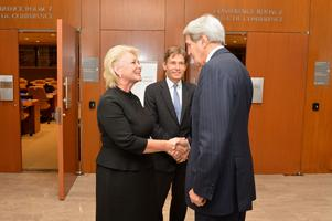 Maria Leissner träffar förre amerikankse utrikesministern John Kerry i FN-skrapan i New York.
