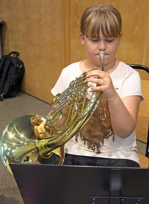 Lina Hjorth tycker att musiker låter som ett intressant yrke – även om hon gillar att baka också.