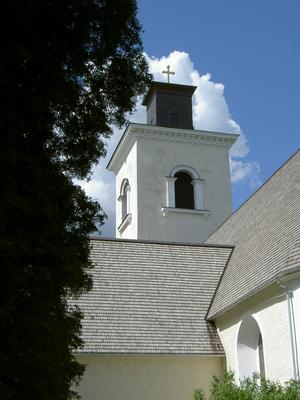 Simtuna kyrka i vacker natur!