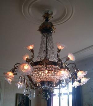 Kristallkronan är specialritad i Frankrike på beställning av byggherren Gulbrandsen.
