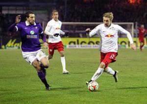 Emil Forsberg inledde piggt mot Erzgebirge Aue. Det räckte ändå inte och Forsberg fick se sig besegrad i debuten.