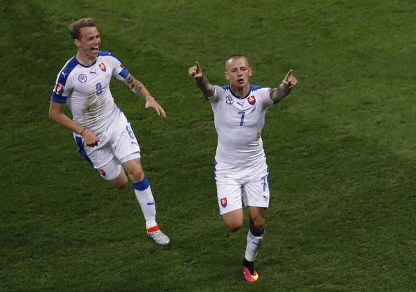 Slovaken Vladimir Weiss efter 1–0-målet mot Ryssland.