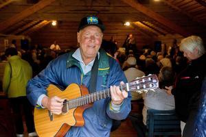 Lennart Stjernberg från Söderhamn sjöng och spelade gitarr.