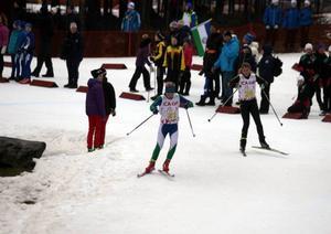 Tilde Bångman gjorde ett avgörande ryck på distansstafettens tredje sträcka.