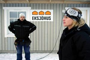 Flytten hem efter 14 år kändes helt rätt säger Gisela Söderlund som tillsammans med sin make Tom-Erik Tronseth håller på att bygga ett nytt hus i Sånghusvallen. Foto: Henrik Flygare