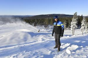 Nu fins snart all den snö som behövs för att bygga banan för världscuptävlingarna i skicross, konstaterar Mattias Franzén, som basar för snöläggningen.