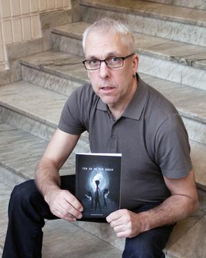 Michael Fernquist har skrivit en bok om sina svåra upplevelser.