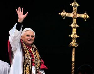 Påven har överraskande meddelar att han lämnar ämbetet - den första påven på flera hundra år  att göra så.