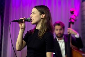 Isabella Lundgrens personliga jazzröst intog Måndagsjazzen på E-street.
