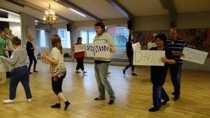Repetition inför en av danssekvenserna i