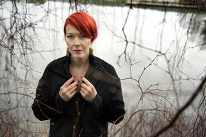 Madeleine Bäck sätter skräck i Gästrikland i romanen