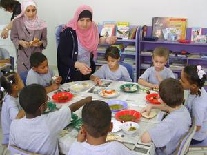 Med små klasser med högst tio elever och med utbildade lärare finns möjligheter att ge eleverna med läs- och skrivsvårigheter och svårigheter att räkna det stöd de behöver.