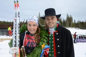 Damjuniorklassen i lördagens Flyktinglopp vanns av Hedda Bångman, Offerdal, här tillsammans med kransgutten Morgan Aagård.