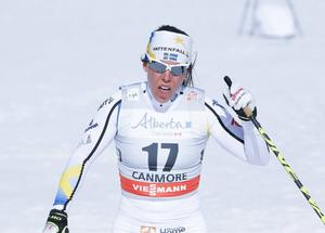 Charlotte Kalla tog sig till semifinal i tisdagens sprint men föll och missade finalen.