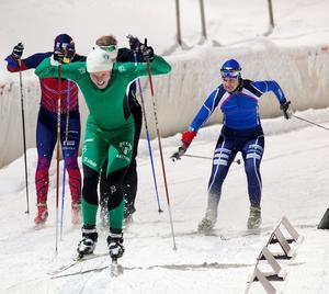 Fjolårets skidsprint lockade bland annat landslagsåkaren Britta Johansson Norgren (till höger).