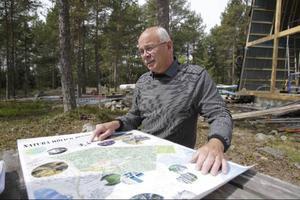 Sommaren 2010 visade Leif Jonsson upp planerna för det då nya Hölick Havsresort. Nu kommer nyheten att Hölick ska ha vinteröppet. Foto:Malin Pahlm/Arkiv