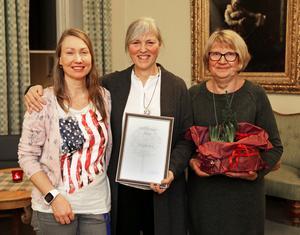 Från vänster Petra Wiberg, Lisa Kallur och Christina Nordqvist efter att Förskolan Solgården fått Miljöpriset för 2016.