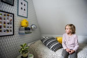 I Jacks rum är det mycket lego.  Legotavlan har Johanna själv gjort efter en  modell på Instagram.