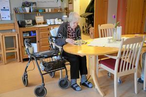 värnar om maten. Margith Svensson har snart bott tre år på Kullängen. Hon trivs bra och tycker mycket om personalen. Men hon ogillar planerna på att ägg och sill ska dras in på vardagarna.