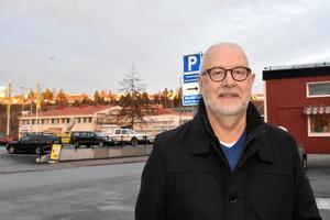 Lars Näslund, tidigare på dataföretaget Prodacapo i Örnsköldsvik, rekryterades i november som tillförordnad enhetschef för kirurgläkarna vid Örnsköldsviks sjukhus. Enligt Näslund handlar tjänsten om ett halvår framåt i första hand, parallellt med rekryteringen av en ordinarie chef.
