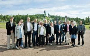 FIS-DELEGATION. Det var stor uppslutning från FIS vid besöket i Falun.Foto: ULF PALM