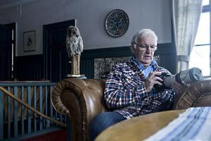 Åke Kvick har studerat fåglar i 60 år. Hans första skrift om fåglar skrev han 14 år gammal, en observation om Hälsinglands första rosenfink år 1956 för tidskriften Svensk fågelvärld.