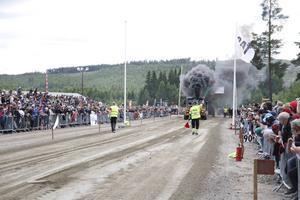 Det rykte och dånade rejält från flera fordon under lördagens traktorpulling på Bränta.