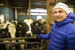 Mjölkbonden Anders Svässar i Hedvigsfors är positiv till det nya lokala mejeriet.