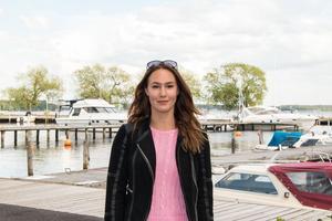 Emelie Liljeström gillar att köra fort – på bana. För några helger sedan var hon i Finland och körde, därefter en tävling i Norge och i juli kör hon Västkustloppet.