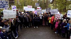Håksbergs skola har genom åren hotats av nedläggning vid flera tilfällen. Så här såg det ut hösten 2002 när dåtidens elever demonstrerade och kämpade för sin skola.