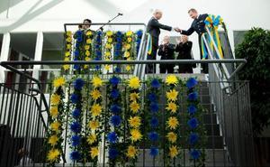 2009 var Carl XVI Gustaf här i samband med invigningen av det nya polishuset på Fyrvalla. På bilden skakar kungen hand med länspolismästare Stephen Jerand.