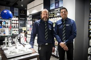 Ägaren Roberg Berglund och butikschefen Manne Fierro.