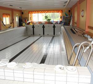 Den nyrenoverade simhallen har dockats ihop med allaktivitetshallen.
